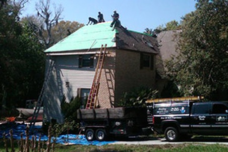 roofing men